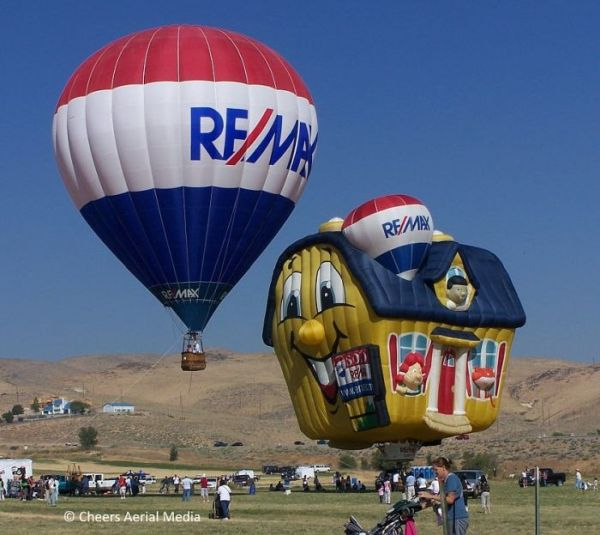 RE/MAX Balloon and Soaring Home Balloon © Cheers Aerial Media