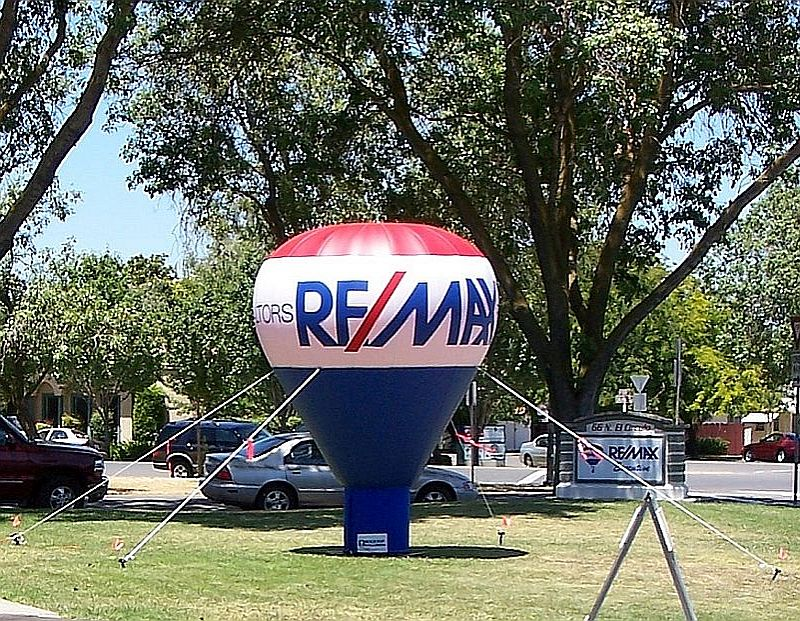 RE/MAX 10 foot cold air balloon